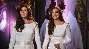 """""""Em Família"""": Clara e Marina se casam com direito a beijo mais demorado"""