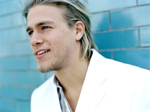 Charlie Hunnam foi o escolhido para interpretar Christian Grey nos cinemas