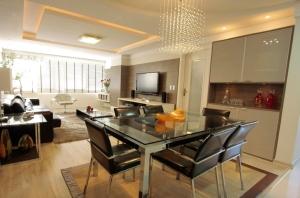 Apartamentos  privilegiam decoração clean e espaço para reunir os amigos