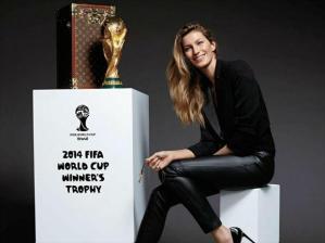 Gisele Bundchen-taça-Copa-do-Mundo-LV-640x480-facebook
