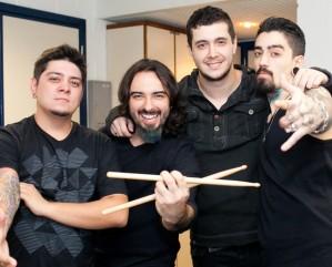 Banda anuncia lançamento de álbum de estreia para setembro