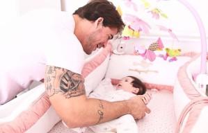 Rodrigo Carvalho tinha o sonho de ser pai antes dos 30 para nunca se cansar de brincar com seu filho. Quando finalmente Valentina nasceu, há três meses, quando ele ainda tinha 29, a alegria proporcionada pela chegada da bebê foi ainda maior do que a esperada.