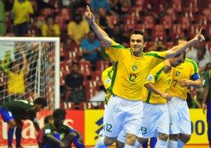 Mané Garrincha receberá jogo da seleção de futsal com direito a retorno do astro Falcão