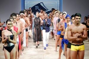 Rafael Siqueira aposta   em beachwear sexy