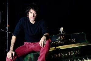"""Eriberto Leão se transforma em corpo e alma no roqueiro Jim Morrison no musical """"Jim"""""""