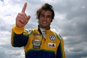 Felipe Nasr é promessa no automobilismo