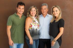 Nícolas Fujimoto,a mãe Sônia Fujimoto, o pai Reinaldo Fujimoto e Nathália Fujimoto _Felipe Menezes (1)